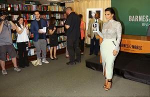 Презентация книги «Селфи» от Ким Кардашьян